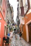 Touristen, die in Rovinj besichtigen Lizenzfreie Stockfotos