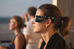 Touristen, die Solareklipse überwachen Stockfoto