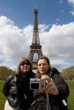Touristen am Eiffelturm Lizenzfreie Stockfotografie