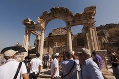 Touristen in Ephesus - der Türkei Stockfotografie