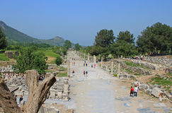 Touristen in Ephesus, die Türkei Lizenzfreies Stockfoto