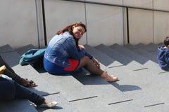 Touristen genießen und schlendern in Paris lizenzfreies stockbild