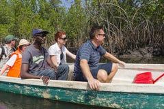 Touristen in Gmbia lizenzfreie stockfotografie