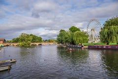 Touristen im Boot, Stratford nach Avon, William Shakespeare-` s Stadt, West Midlands, England stockbilder