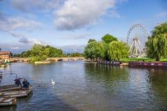 Touristen im Boot, Stratford nach Avon, William Shakespeare-` s Stadt, West Midlands, England lizenzfreie stockfotos