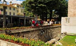 Touristen im Hippodrom von Konstantinopele lizenzfreie stockfotos