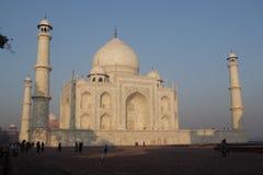 Touristen im Taj Mahal Stockbilder