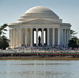 Touristen am Jefferson-Denkmal lizenzfreie stockfotos