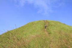 Touristen klettern zum Standpunkt Stockbild