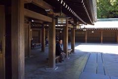 Touristen Meiji Jingu Schrein Tokyo Japan Lizenzfreie Stockbilder