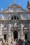 Touristen nähern sich Kirche des Heiligen Moses Basilica di San Moise in V Stockfotografie