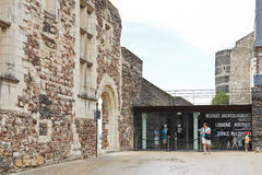 Touristen nach innen von verärgert Schloss, Frankreich Lizenzfreies Stockbild