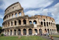 Touristen nahe dem Colosseum, Rom stockfotografie