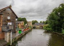 Touristen nahe dem Kanal, Stratford nach Avon, William Shakespeare-` s Stadt, West Midlands, England lizenzfreies stockfoto
