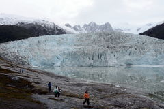 Touristen am Pia-Gletscher lizenzfreie stockbilder
