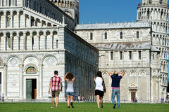 Touristen in Pisa lizenzfreie stockfotos