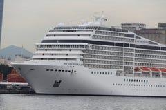 20.000 Touristen schiffen von den transatlantischen Schiffen in Rio de Jan aus Stockfotografie