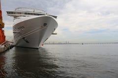 20.000 Touristen schiffen von den transatlantischen Schiffen in Rio de Jan aus Stockbilder