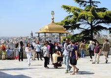 Touristen in Topkapi-Palast in Istanbul Lizenzfreies Stockfoto