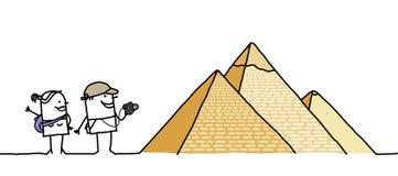 Touristen u. Pyramiden Lizenzfreie Stockfotos