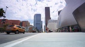 Touristen und Freunde am Stadtzentrum stock video