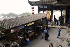 Touristen und Shops Stockbilder