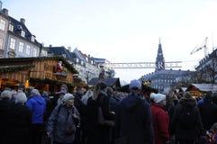 TOURISTEN UND WEIHNACHTSEINKÄUFER Stockfotos