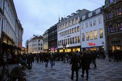 TOURISTEN UND WEIHNACHTSEINKÄUFER Lizenzfreie Stockfotos