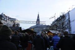 TOURISTEN UND WEIHNACHTSEINKÄUFER Stockfoto