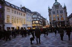 TOURISTEN UND WEIHNACHTSEINKÄUFER Lizenzfreies Stockfoto