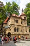 Touristen vor dem jüdischen zeremoniellen Hall Stockfoto