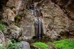 Touristen an Wasserfall Barranco Del Infierno Stockfotografie