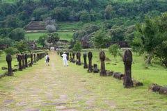 Touristen am Wat Phu-Tempel in Champasak, Laos Stockbild