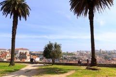 Touristen, welche die Ansicht von an der besten Besichtigungsstellen bewundern Stockbilder
