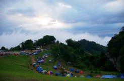 Touristenattraktion mit dem Zeltkampieren Lizenzfreie Stockfotos