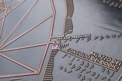 Touristeninformationskarte mit Blindenschrift-Text stockfoto