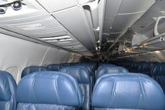 Touristenklasse-leere Sitze lizenzfreies stockfoto
