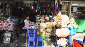 Touristenshop bei Ben Thanh Market stock video footage