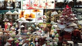 Touristenshop nachts Ben Thanh Market stock footage