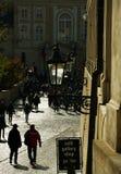 Touristenstraße zu Prag-Schloss Flächen Stockfoto
