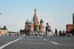 Touristenweg auf dem Roten Platz in Moskau Lizenzfreie Stockfotografie