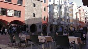 Touristes à Innsbruck' ; vieille ville de s clips vidéos