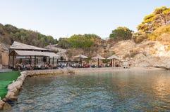 Touristes à la barre de plage sur Cameo Island Image libre de droits