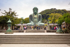Touristes à la statue du grand Bouddha de Kamakura, Japon Photo stock