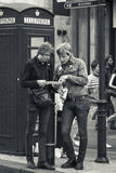 Touristes à Londres R-U Photo stock