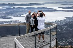Touristes à Mt Wellington, Hobart Tasmania photos stock