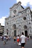 Touristes admirant le Duomo Images stock