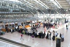 Touristes au contrôle à Hambourg Image libre de droits
