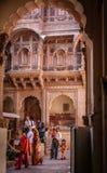 Touristes au fort de Meherangarh photographie stock