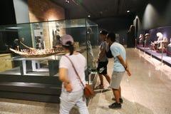 Touristes au musée de Louxor chez l'Egypte Photos stock